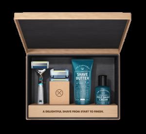 Die Abo Box vom Dollar Shave Club besteht hauptsächlich aus Rasierklingen und Rasierzubehör.