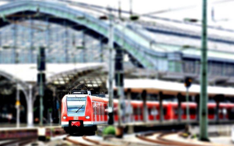 Zug im Bahnhof